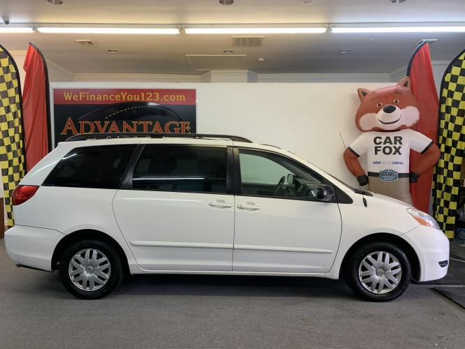 2008 WHITE Toyota Sienna CE FWD 7-Passenger Seating (5TDZK23C58S) with an 3.5L V6 EFI DOHC 24V engine, 5-Speed Automatic Overdrive transmission, located at 533 S West End Blvd., Quakertown, PA, 18951, (877) -257, 40.343994, -75.303604 - Photo #0